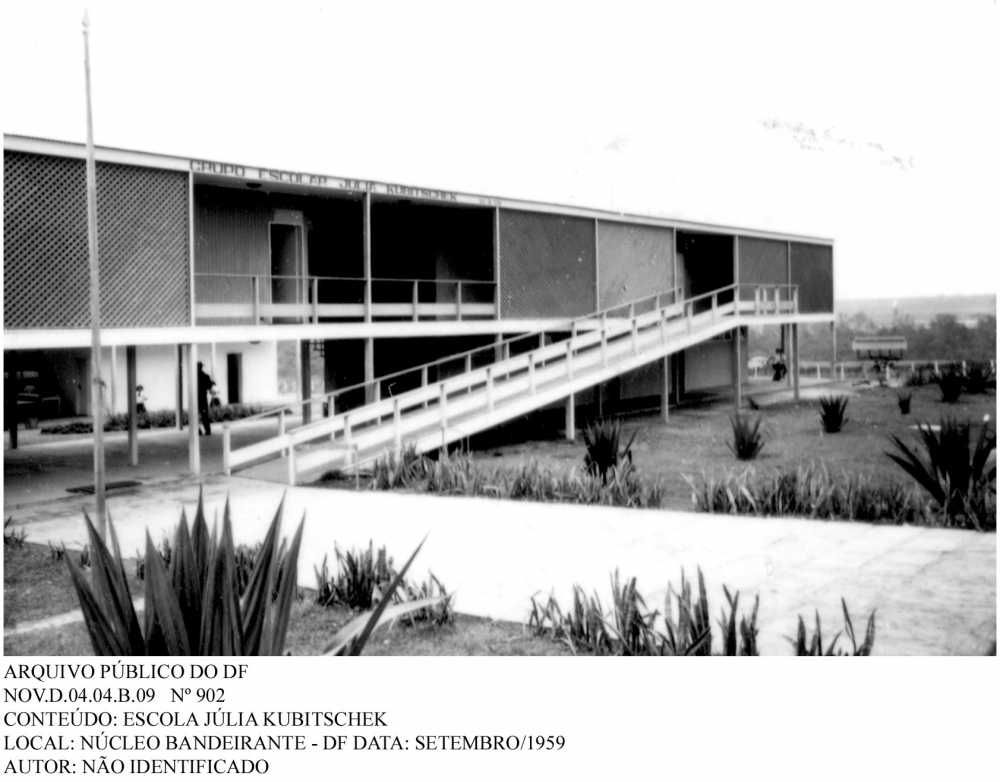 A primeira escola pública de Brasília chamava-se Grupo Escolar 1 e localizava-se na Cidade Livre, atual Candangolândia. Inaugurada em 15 de outubro de 1957, pelo Presidente JK e Israel Pinheiro, a escola contava, inicialmente, com 5 professores e 150 alunos para atender aos filhos dos funcionários da NOVACAP.