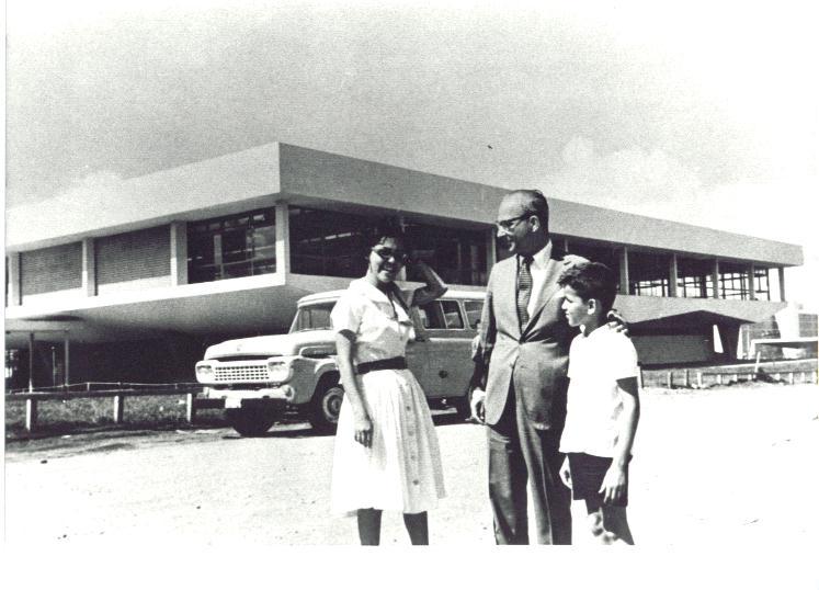 A implantação do plano de educação em Brasília ficou sob a responsabilidade do Dr. Ernesto Silva, di