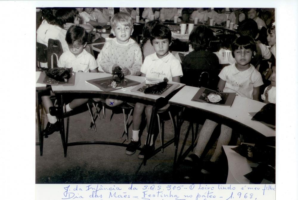 Em 19 de abril de 1960 foi inaugurado, em caráter provisório,  o primeiro Centro de Ensino Médio, no